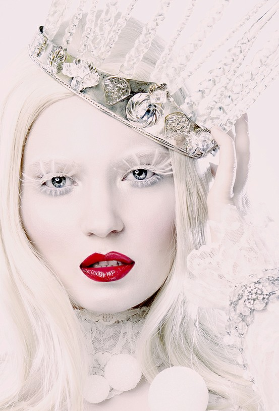 snow-white-halloween-makeup-and-crown